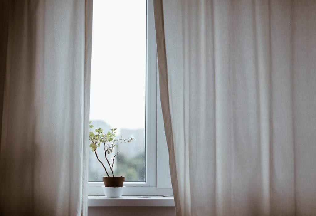 curtains-1854110_1280-o9r3z29p8da8omzsok7koobircwykftvvhy5vvxmjc